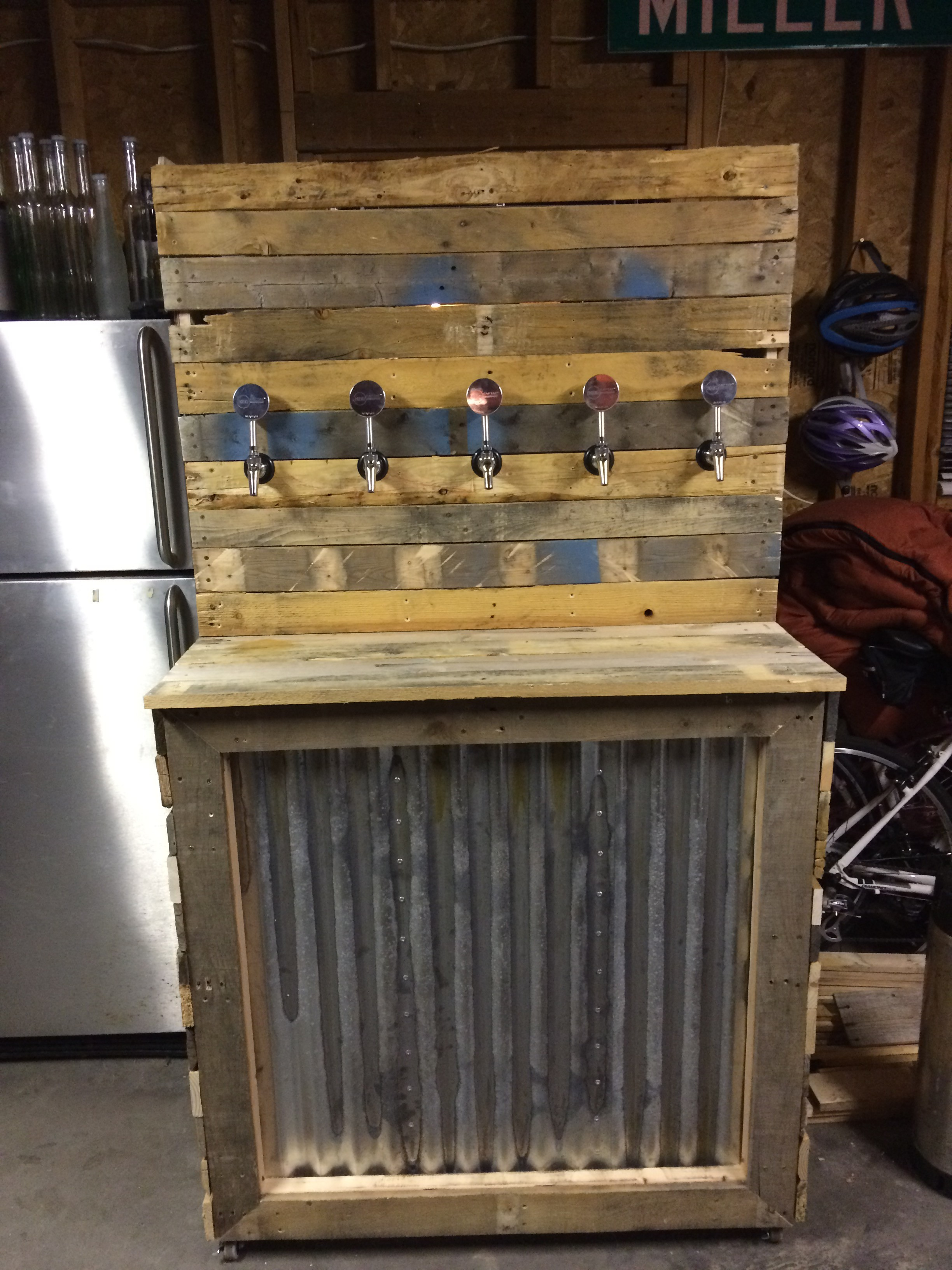 Keezer build oncloudniedfeldt for Home bar with kegerator space